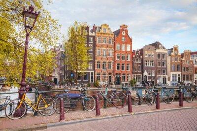 Canvastavlor Cyklar parkerade på en bro i Amsterdam