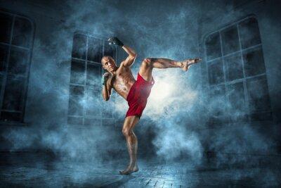 Canvastavlor Den unge mannen kickboxning