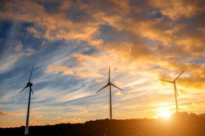 Canvastavlor Elektriska väderkvarnar på himlen bakgrunden på solnedgången