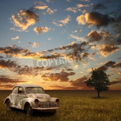 Canvastavlor En gammal övergiven bil med Sunset