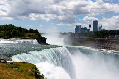 Canvastavlor Färg DSLR lager vidvinkel bild i Niagara Falls, visar American Falls och kanadensiska sidan; horisontellt med kopia utrymme för text