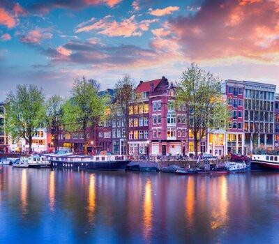 Canvastavlor Färgrik fjäder solnedgång på kanalerna i Amsterdam