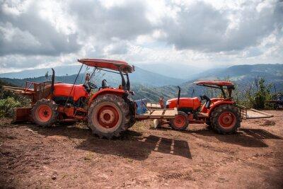 Canvastavlor Farmer med traktorn sådd grödor