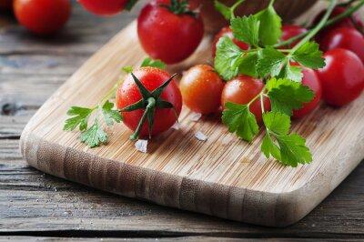 Canvastavlor Färsk röd tomat med grön persilja