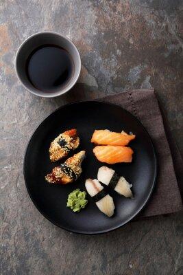 Canvastavlor färsk sushi med fisk