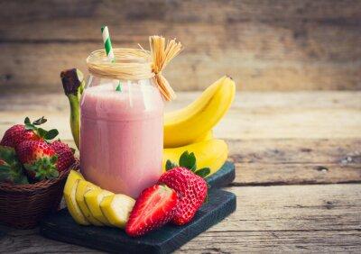 Canvastavlor Färska jordgubbar och banan smoothie