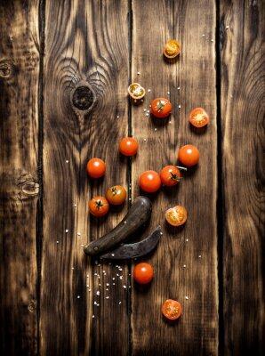 Canvastavlor Färska tomater och en gammal kniv.