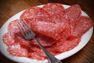 Canvastavlor Fette di salame italiano sul piatto
