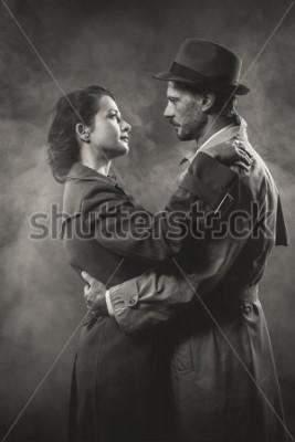 Canvastavlor Film Noir: Romantik älskande par som omger sig i mörkret, 1950-talets stil