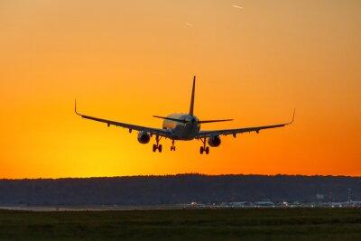 Canvastavlor Flugzeug Land Flughafen Sonne Sonnenuntergang Ferien Urlaub Reise reisen