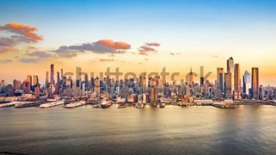 Canvastavlor Flygfoto över skyskrapor i stadens centrum på en solig eftermiddag