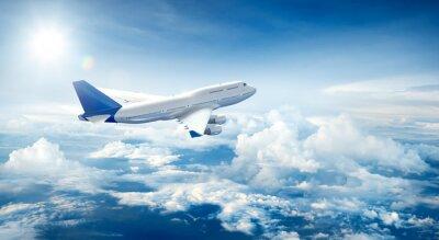 Canvastavlor Flygplan som flyger ovanför moln