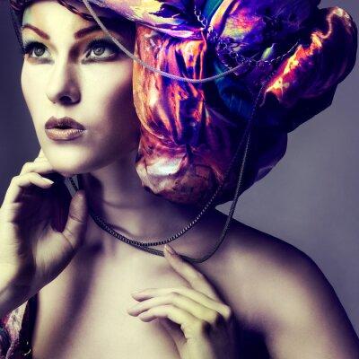 Canvastavlor Foto av vacker flicka i en huvudbonad från färgade tyg