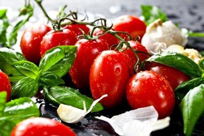 Canvastavlor Frische tomaten mit Basilikum und Knoblauch
