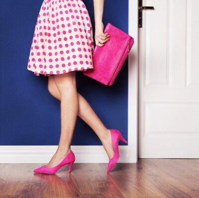 Canvastavlor Gå ut koncept, flicka klädd i rosa