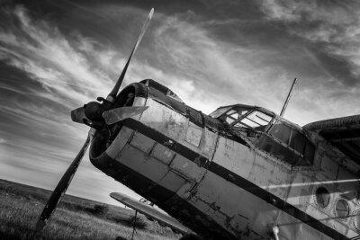 Canvastavlor Gamla flygplan på fält i svart och vitt