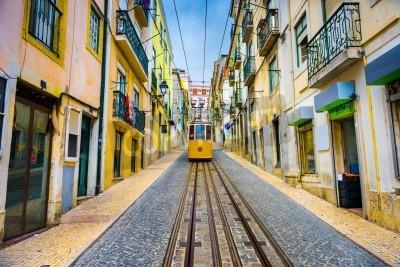 Canvastavlor gamla staden gator och street bil i Lissabon, Portugal