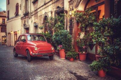 Canvastavlor Gamla vintage kult bil parkerad på gatan av restaurangen, i