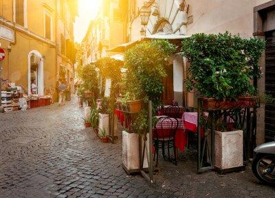 Canvastavlor Gammal gata i Trastevere i Rom, Italien