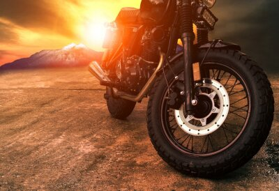 Canvastavlor gammal retro motorcykel och vacker solnedgång himmel bakgrund