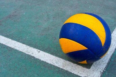 Canvastavlor Gammal volleyboll på en smutsig domstol