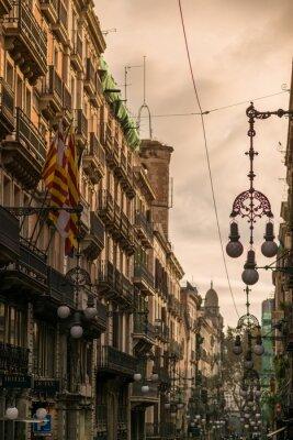 Canvastavlor Gata i Barcelona med många gatlyktor