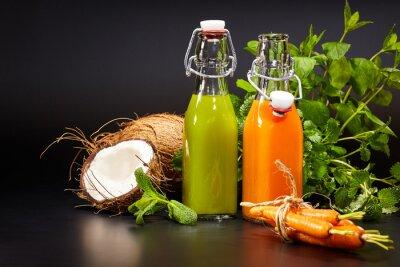 Canvastavlor Glasögon med färska ekologiska grönsaker och fruktjuicer isolerade o