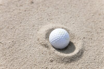 Canvastavlor Golfboll i Sand Trap