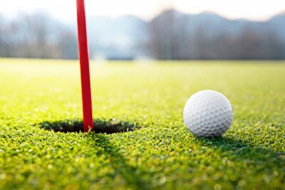 Canvastavlor golfboll nära hålet