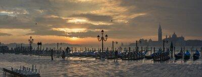 Canvastavlor Gondoler från Markus torg under soluppgången med San Giorgio di Maggiore-kyrkan i bakgrunden i Venedig Italien