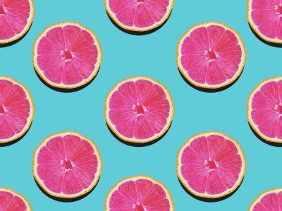 Canvastavlor Grapefrukt i platt låg Frukt mönster av grapefrukt med rosa kött på turkos bakgrund Top vy Modern platt laymönster i popkonst stil