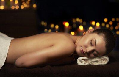 Canvastavlor Half naken kvinna vilar efter massage