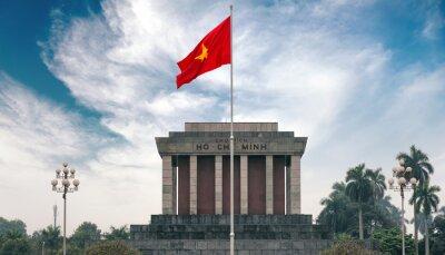 Canvastavlor Ho Chi Minh mausoleum i Hanoi med röd communistic flagga