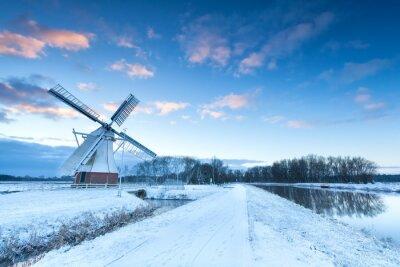 Canvastavlor Holländsk väderkvarn i snö vinter