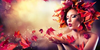 Canvastavlor Höst kvinna blåser röda blad - Skönhet Mode modell flicka