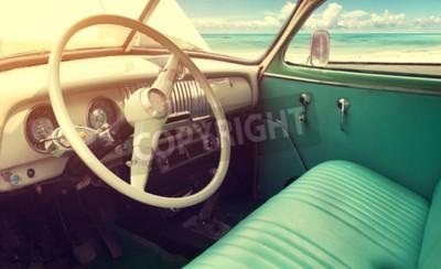Canvastavlor Interiör av klassisk vintage bil -parked havet i sommar