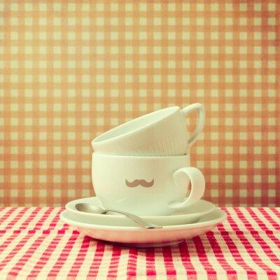 Canvastavlor Kaffekoppar med hipster mustasch på markerad bordsduk