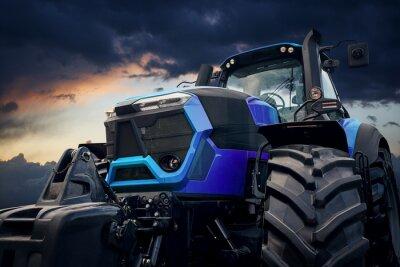 Canvastavlor Kraftig traktor mot en stormig himmel
