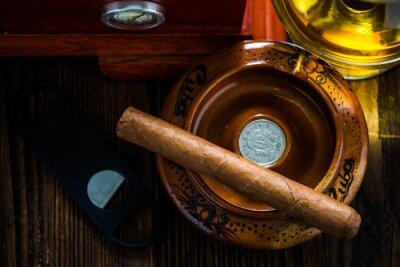 Canvastavlor Kubansk cigarr i askkopp med glas konjak ad humidor