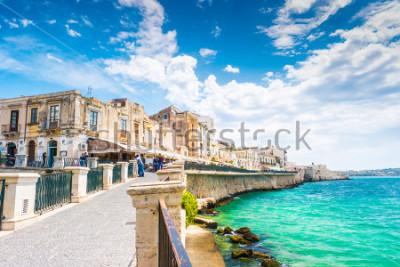 Canvastavlor Kusten av Ortigia ön i staden Syracuse, Sicilien, Italien. Vackert resefoto av Sicilien.