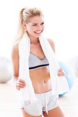 Canvastavlor Kvinna med handduk på gym