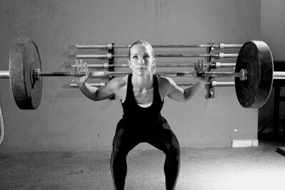 Canvastavlor kvinna på en tyngdlyftning session - crossfit träning.