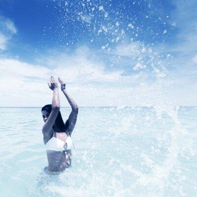 Canvastavlor Kvinna stänk i havet