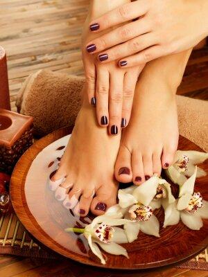 Canvastavlor kvinnliga fötter på spa salong på pedikyr förfarande