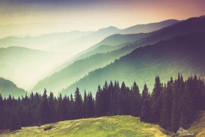 Canvastavlor Lager av berg och dis i dalarna.