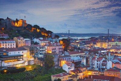 Canvastavlor Lissabon. Foto av Lissabon, Portugal under skymning blå timme.