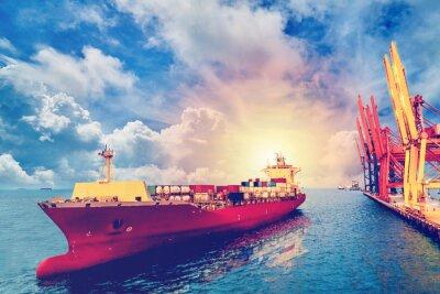 Canvastavlor Logistik och transport av International Container Cargo Ship med hamnar Kranbro i hamn för logistik import export bakgrund och transport industrin .. Vintage färg.