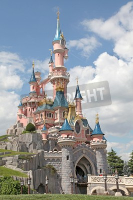 Canvastavlor Marne-la-Vallée, Frankrike - 1 juli, 2011 - The Sleeping Beauty Castle vid Disneyland Resort Paris.