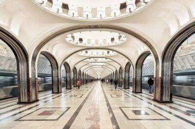 Canvastavlor Mayakovskaya tunnelbanestation i Moskva, Ryssland