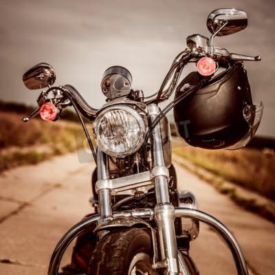 Canvastavlor Motorcykel på vägen med hjälm på styren.